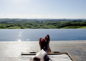 Beautiful infinity pool in Siena farm estate