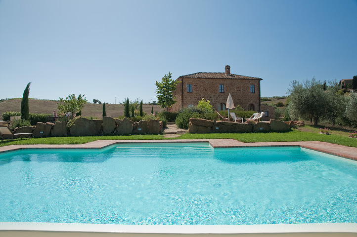private villa with pool in Tuscan countryside